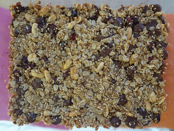 Chocolate Peanut Sesame Granola Bars