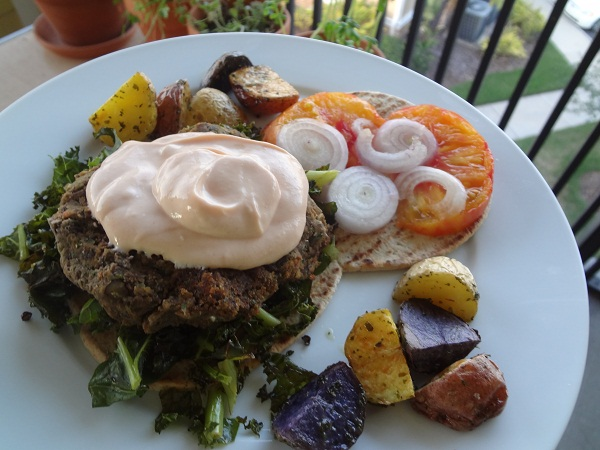 Black Bean Burger with Creamy Garlic Yogurt Sauce, Kale Chips 'n' Roasted Potatoes