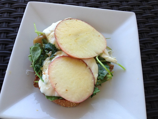 What's inside? Let's have a look at that tender kale, soft mozzarella, and softened apples, with a drizzle of honey mustard peeping out... yum!